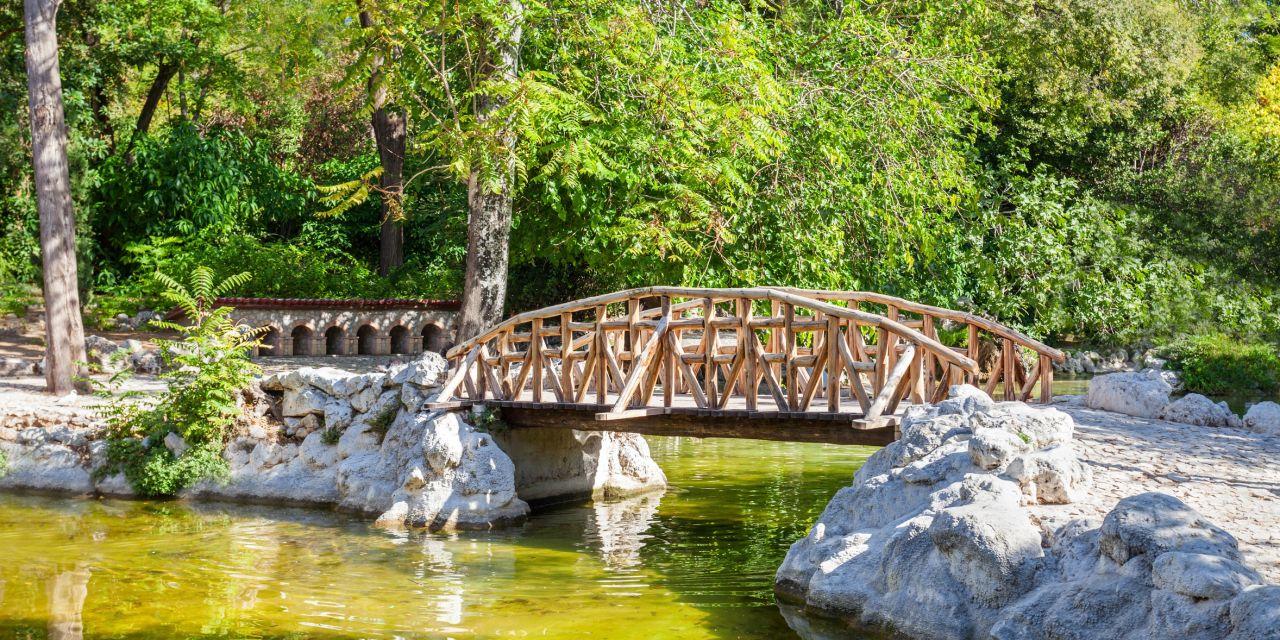 Brücke im Nationalgarten von Athen