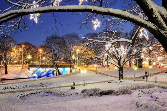 Der Central Park erstrahlt zu Weinachten im sanften Lichterglanz