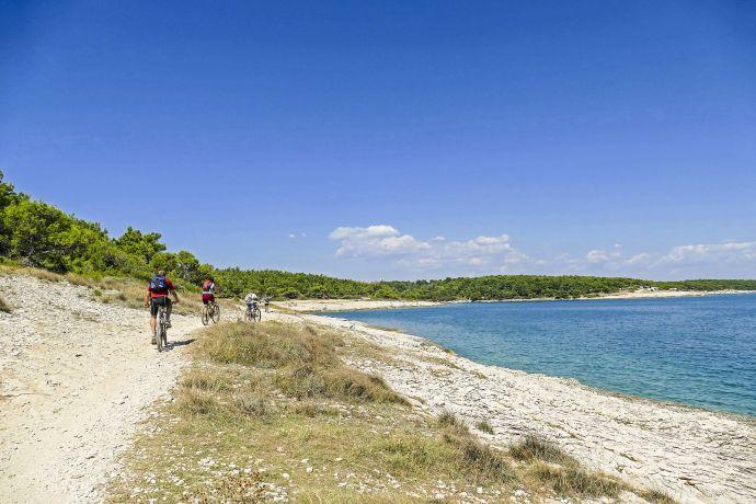 Radfahrer am Kap Kamenjak in Istrien