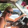 Nadine von MietwagenCheck in einem Auto