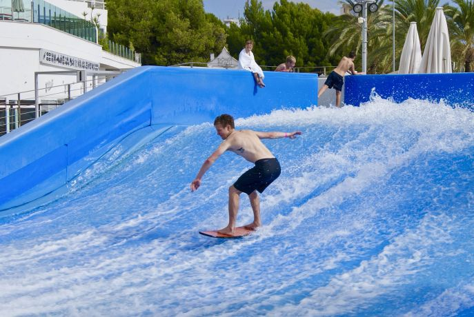 Surfer an der Playa de Magaluf