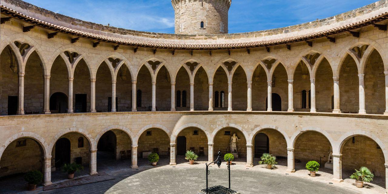 Innenhof des Castell de Bellver