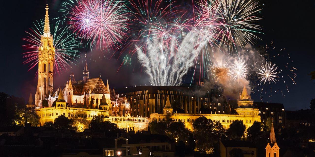 Blick auf das nächtliche Budapest an Silvester