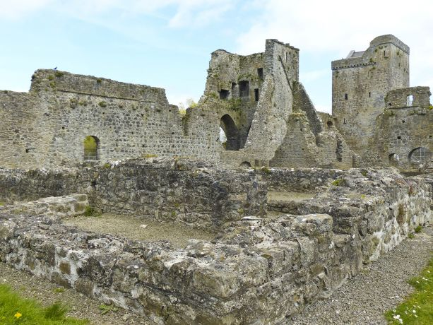 Ruine, Grundmauern