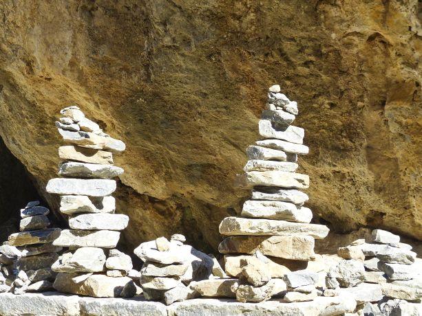 Setzt man beim Verlassen der Schlucht einen Stein auf ein Türmchen, soll das Glück bringen