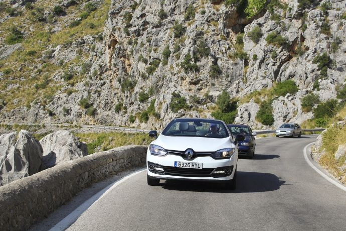 Auto auf Straße am Cap Formentor