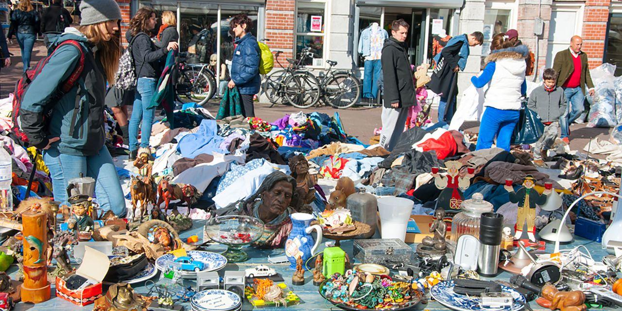 Stand auf dem Flohmarkt in Amsterdam