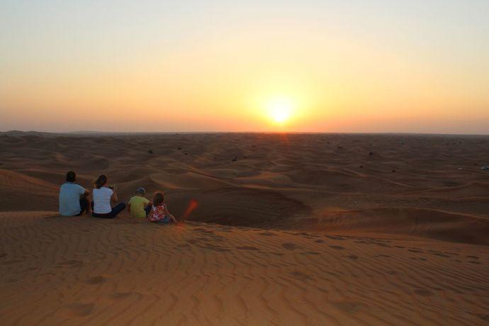 Sonnenuntergang in der Wüste © visitDubai
