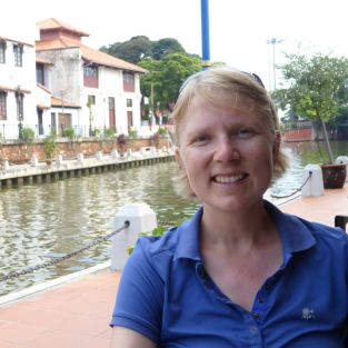 Katrin Grothues vor einem Kanal