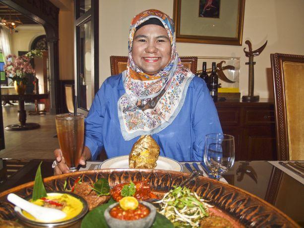 Die Mamanda-Wirtin Masmunah Abdullah