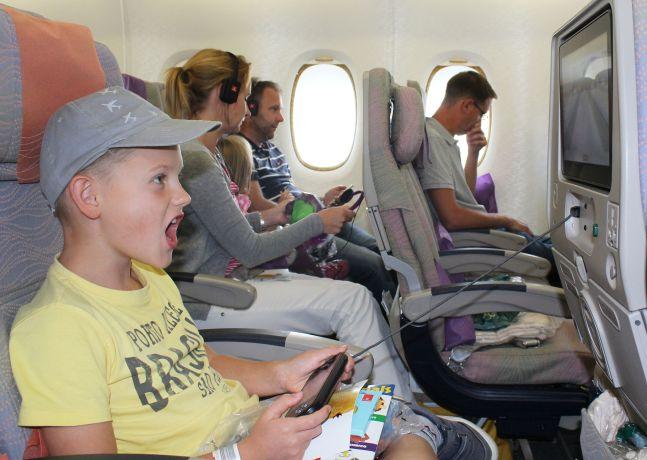 Ein Gegner für ein Videospiel an Bord von Emirates kann der Computer, die Schwester oder jeder beliebige Passagier sein © Emirates
