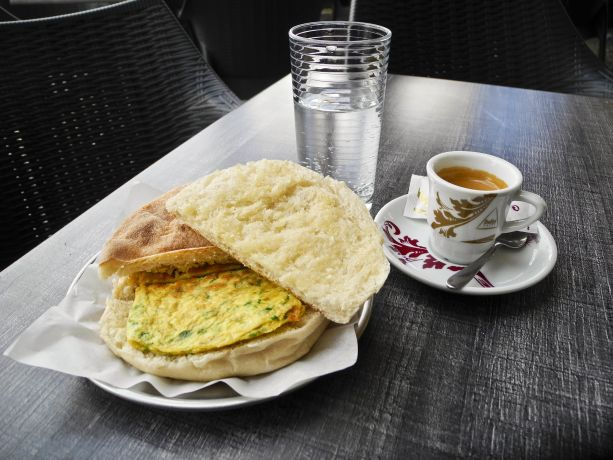 Sandwich, Wasser, Cappuccino