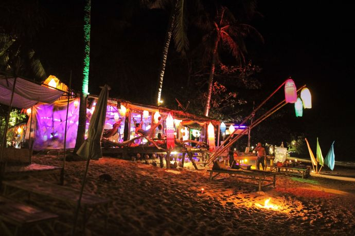 "Die ""Stoned Bar"" am Khlong Khong Beach © Anna Hoffmann"