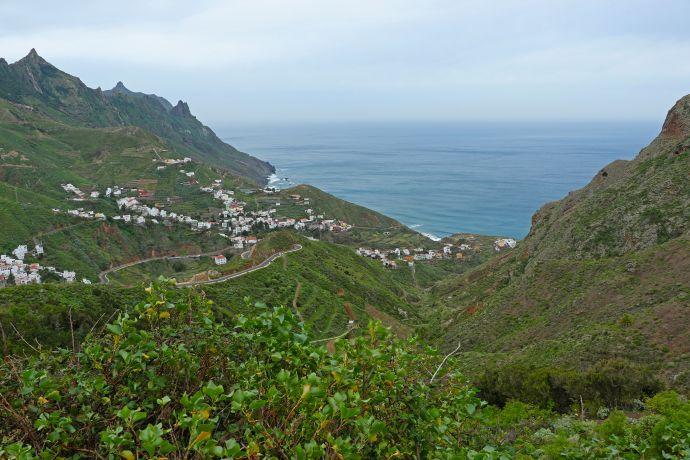 Blick auf Taganana, das einsam im grünen Anaga-Gebirge liegt