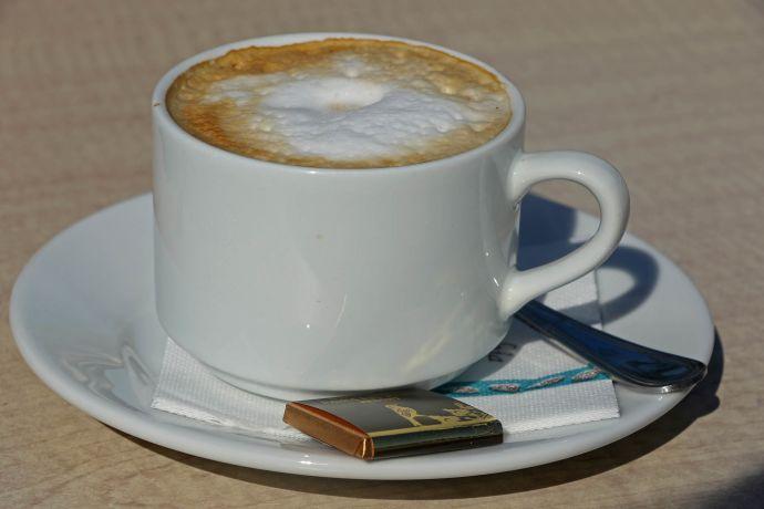 Milchkaffee im Café El Duque