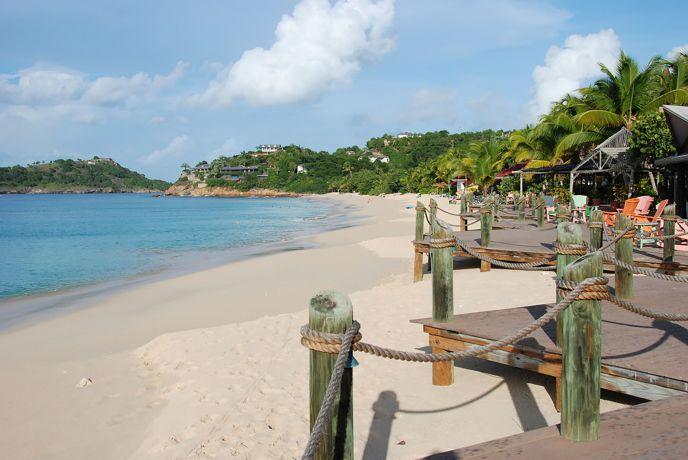 Blick auf den Strand des Hotels Galley Bay Resort