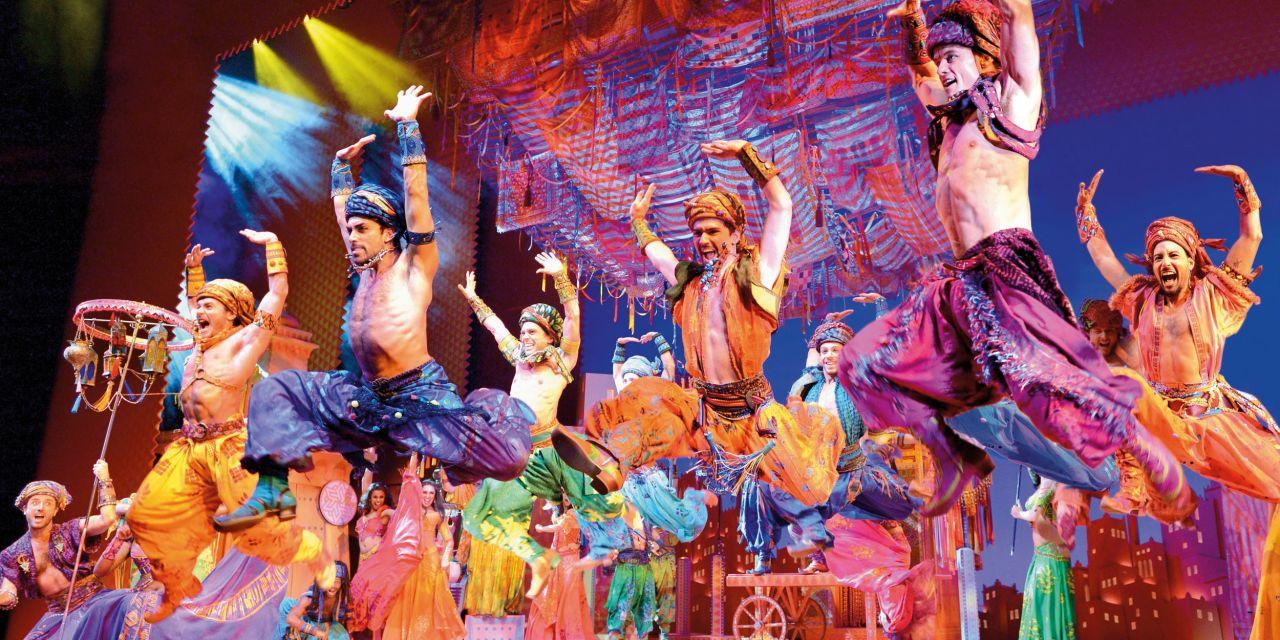 Die aufwendigen Kostüme wurden von mehr als 350 Mitarbeitern hergestellt © Stage Entertainment 2017