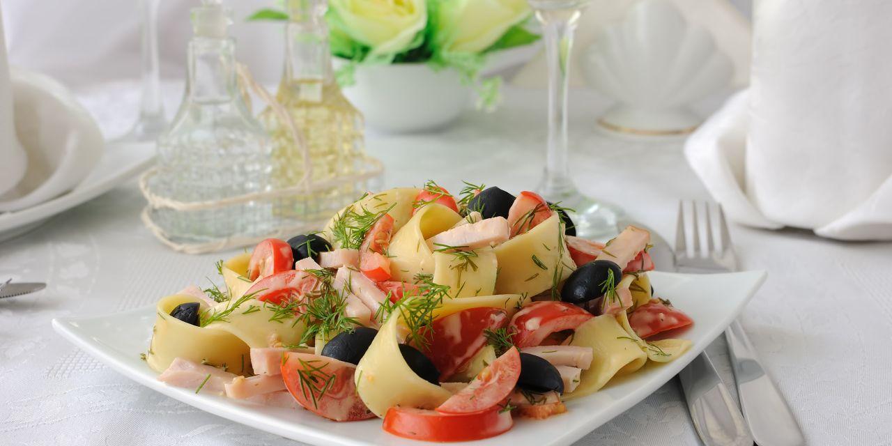 Pasta mit Oliven und Tomaten