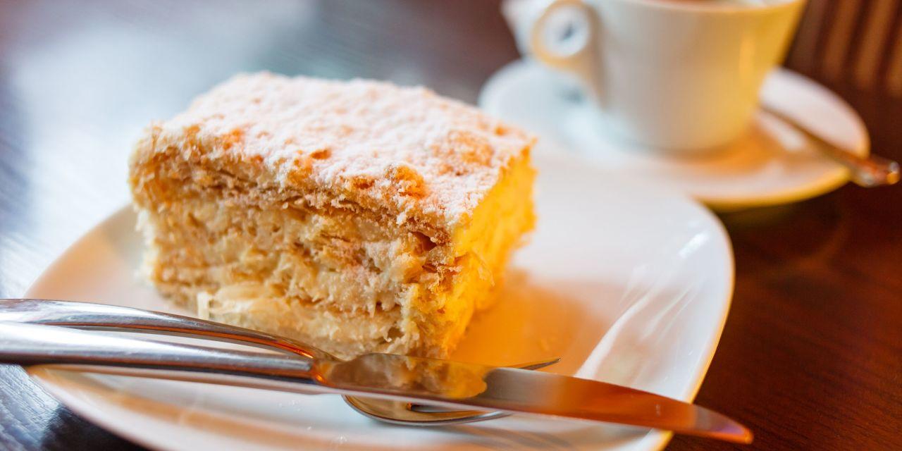 Kuchenstück auf einem Teller