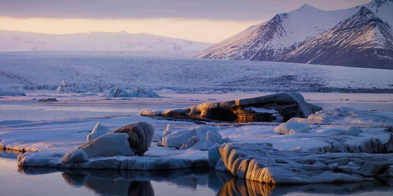 Die weiße Macht Islands, die zahlreichen Gletscher, bedecken insgesamt elf Prozent der Landesoberfläche
