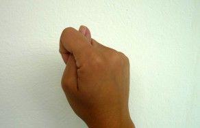 Handzeichen Nasenklau