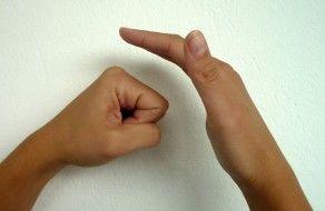Handzeichen Schlag in Hand