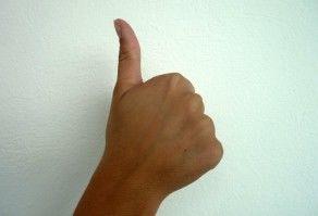 Handzeichen Daumen Hoch