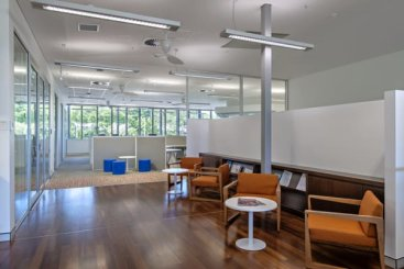 Even in the centre of the building the high ceilings and generous glazing provides visual contact with the natural environment outside.