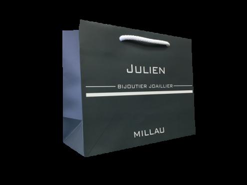 Luxe-Julien-me contour.png