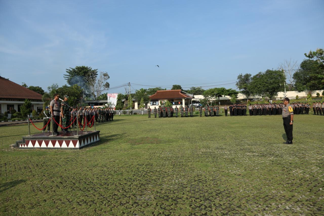 Kapolres Lampung Utara dan Dandim 0412/LU Pimpin Apel Pergeseran Pasukan Pam TPS