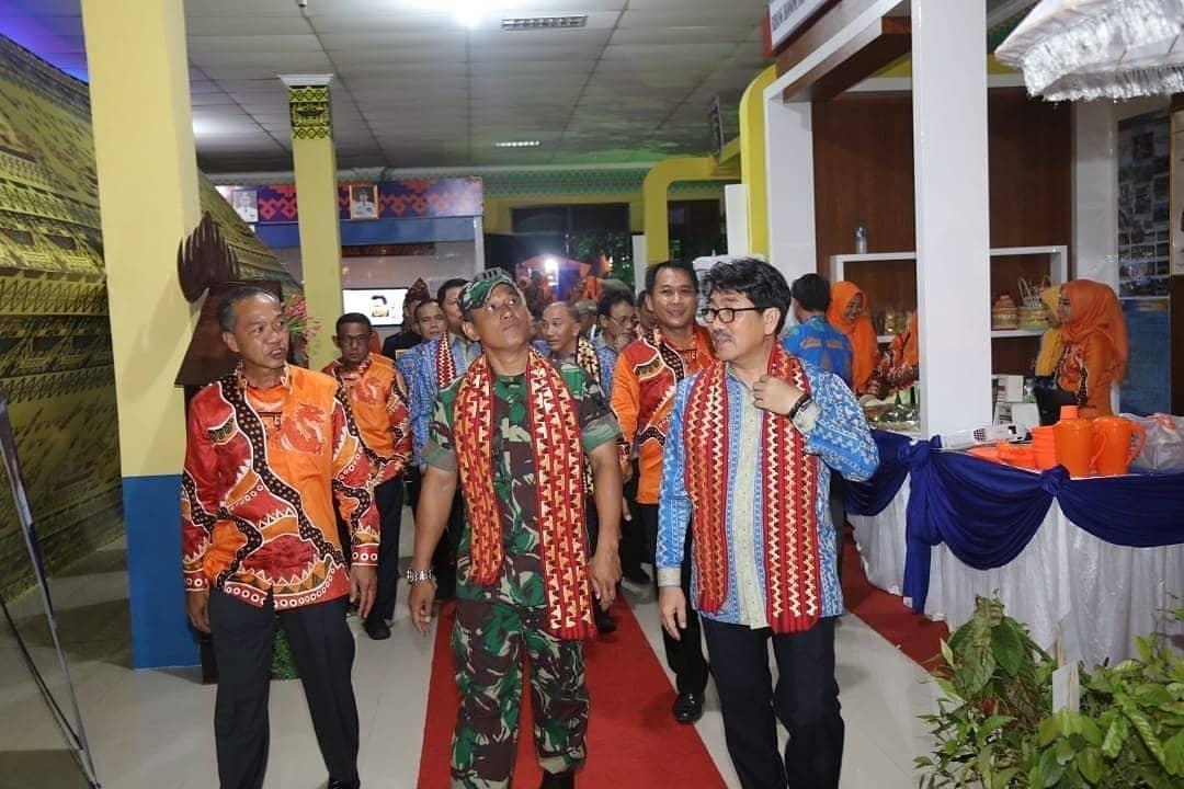 Pj. Sekretaris Daerah Provinsi Lampung Dan Berbagai Unsur Forkopimda Kunjungi Stan Di Lampung Fair 2019