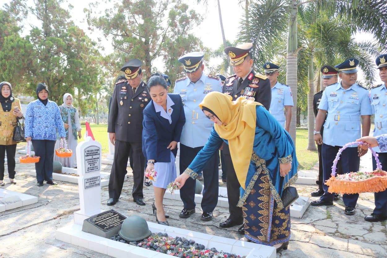 Ziarah dan Tabur Bunga di Makam Pangeran M. Bun Yamin