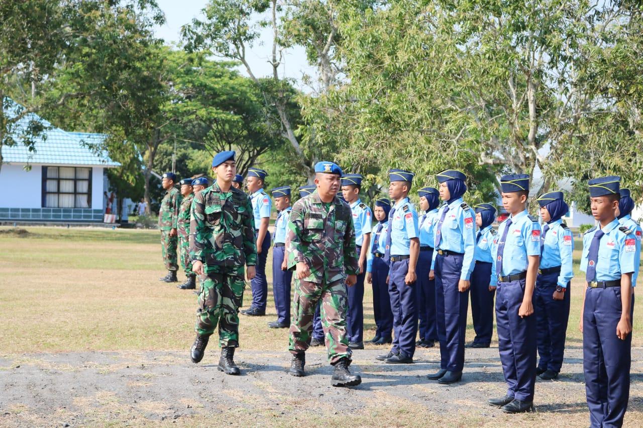 Penutupan Pelatihan Bela Negara SMKP Raden Intan di Lanud BNY