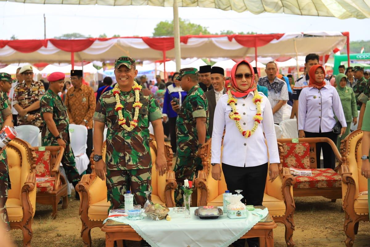 Winarti menghadiri bakti sosial dan pasar murah peringatan HUT TNI ke-74