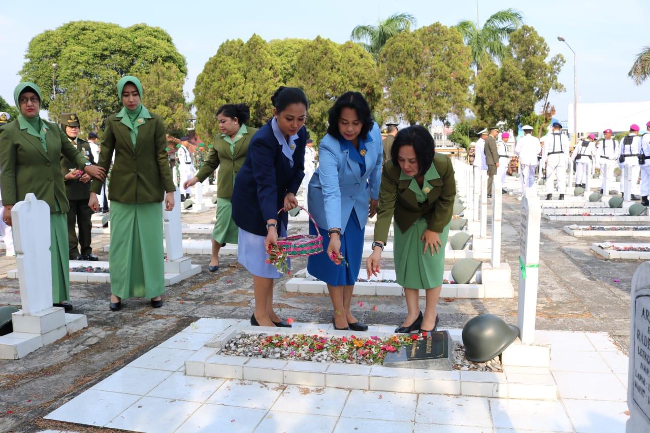 Ziarah Nasional dalam rangka memperingati Hari Ulang Tahun (HUT) ke-74 Tentara Nasional Indonesia