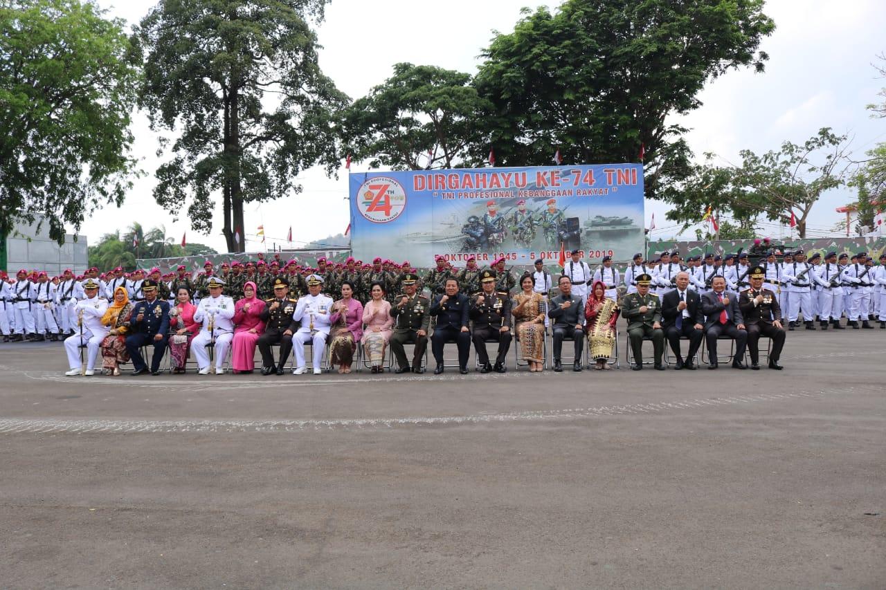 Lanud BNY Mengikuti Upacara Hari Ulang Tahun (HUT) ke-74 Tentara Nasional Indonesia (TNI).