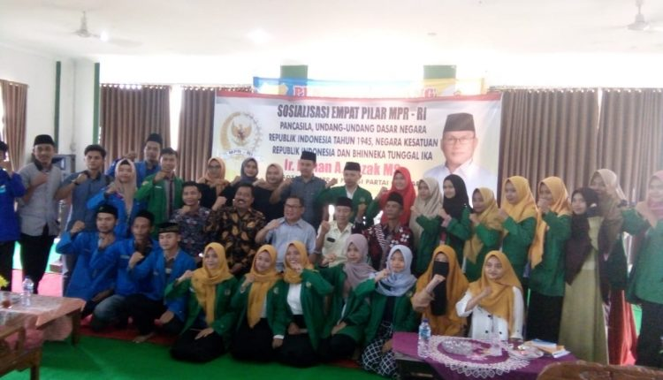 Foto bersama seusai kegiatan sosialisasi Empat Pilar Kebangsaan di kampus STAI Tulang Bawang, Lampung.