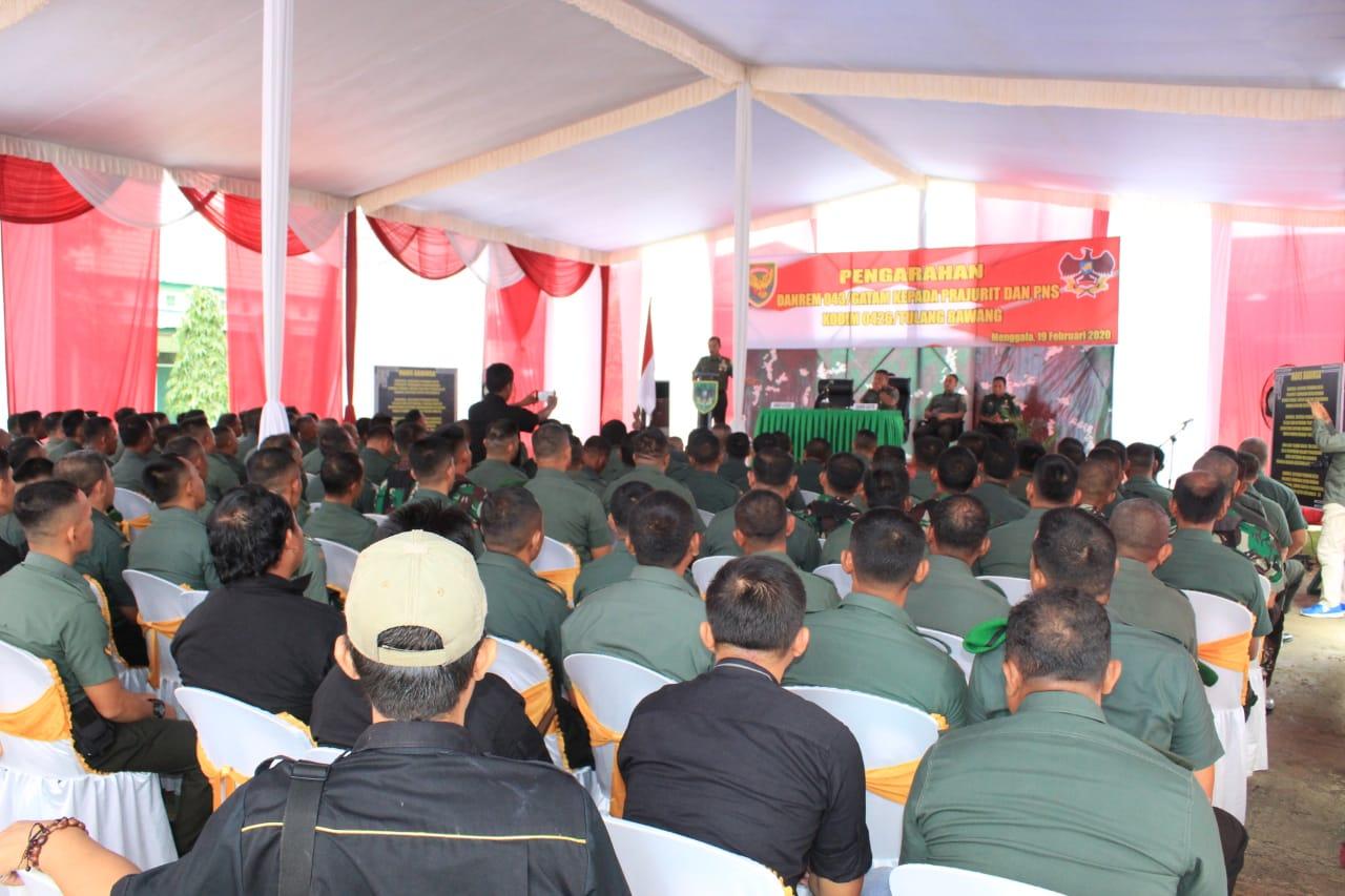Komandan Korem 043/ Gatam Provinsi Lampung Kolonel Inf Taufiq Hanafi, melakukan kunjungan ke Kodim 0426 Tulang Bawang, dan memberikan pengarahan kepada prajurit dan PNS dilingkup Kodim 0426.
