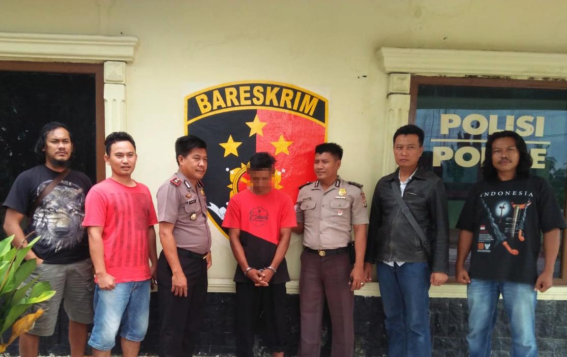 Buronan Curat Hewan Ternak ditangkap Polisi dari Tekab 308 Polres Tulang Bawang di persembunyiannya di Sumatera Selatan.