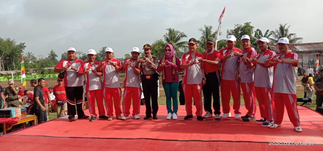 Winarti melaksanakan kunjungan kerja ke Kecamatan Meraksa Aji tepatnya di lapangan Kampung Bina Bumi pada hari senin (09/03/2020).