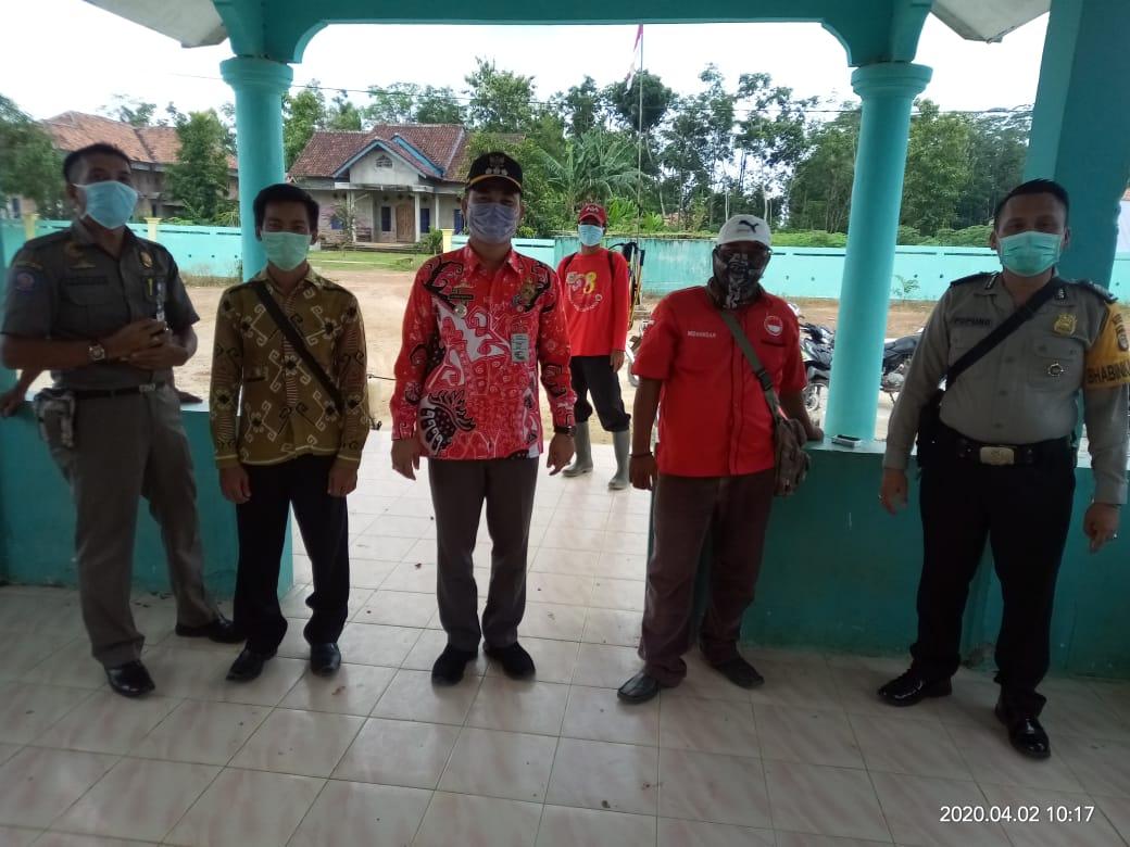 Kampung Mulyo Aji Lawan Virus Corona Dengan Semprotkan Disinfektan