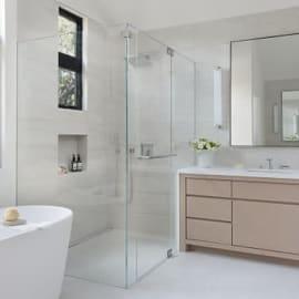 วิธีทำความสะอาดกระจกใสในห้องน้ำ