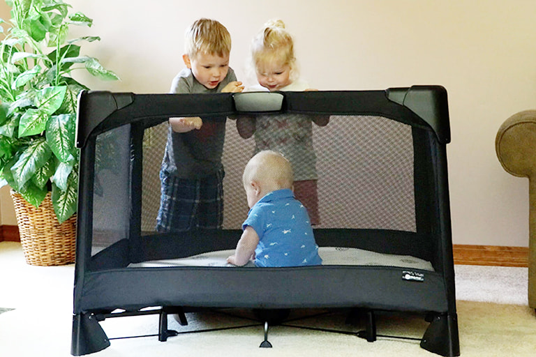 Video Review: The One-Hand Setup of the 4moms Breeze Playard