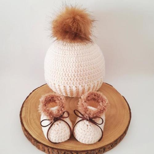 Unisex crochet baby gift set 2pcs Baby shower,Birthday gift,More colors available... Beanie with fur pompom Baby fur booties 0-12 months