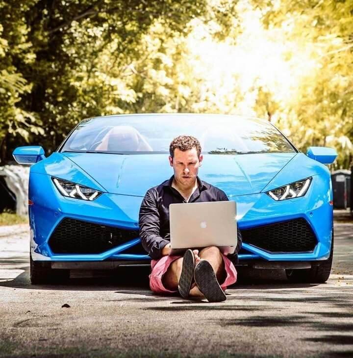 cara mendapatkan uang dari internet, cara mendapatkan uang dari blog, cara mendapatkan penghasilan jutaan rupiah dari blog, tokoh sukses, blogger sukses, contoh blogger sukses, blogger terkaya di dunia