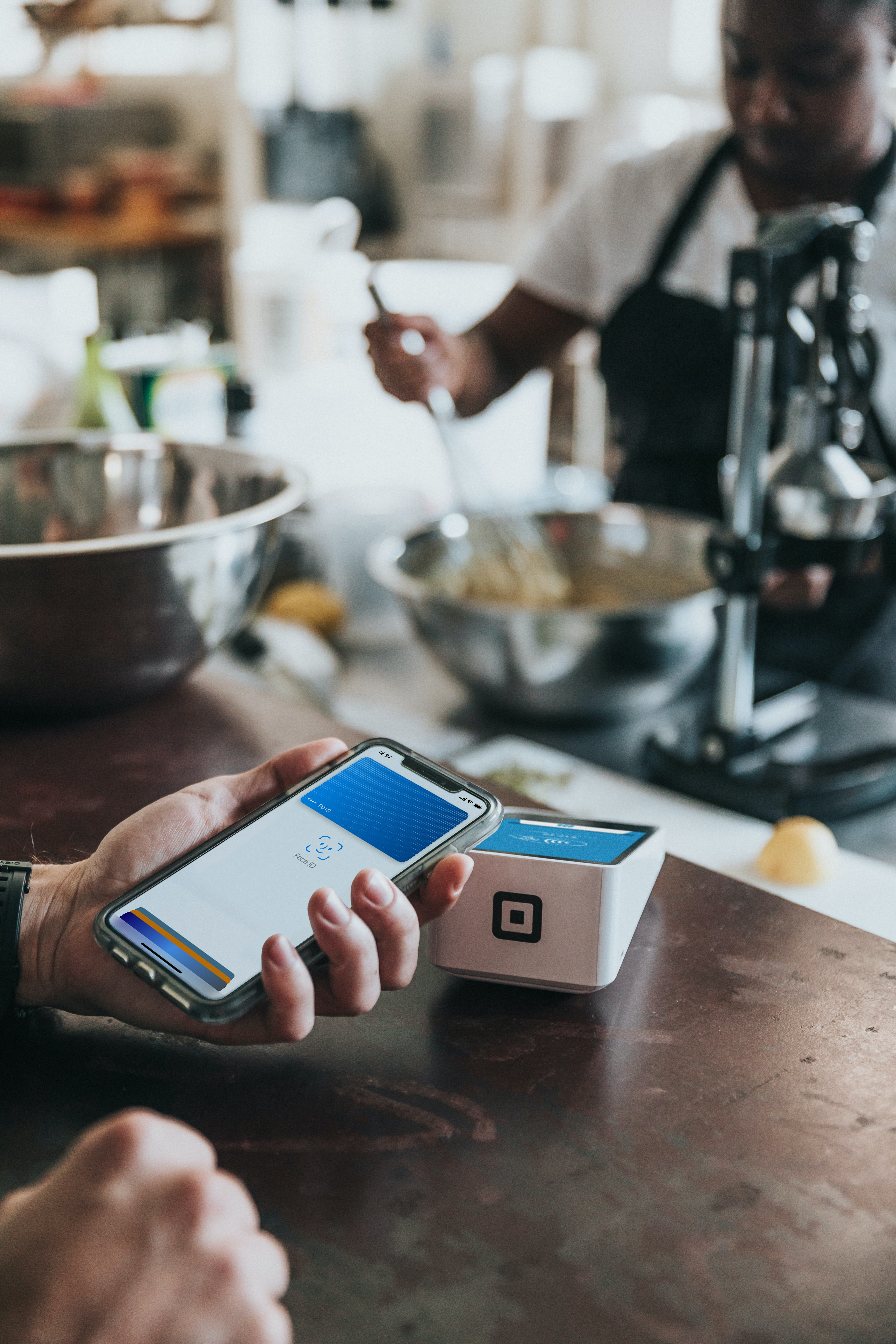 8 things you need to know about using mobile payments in your restaurant