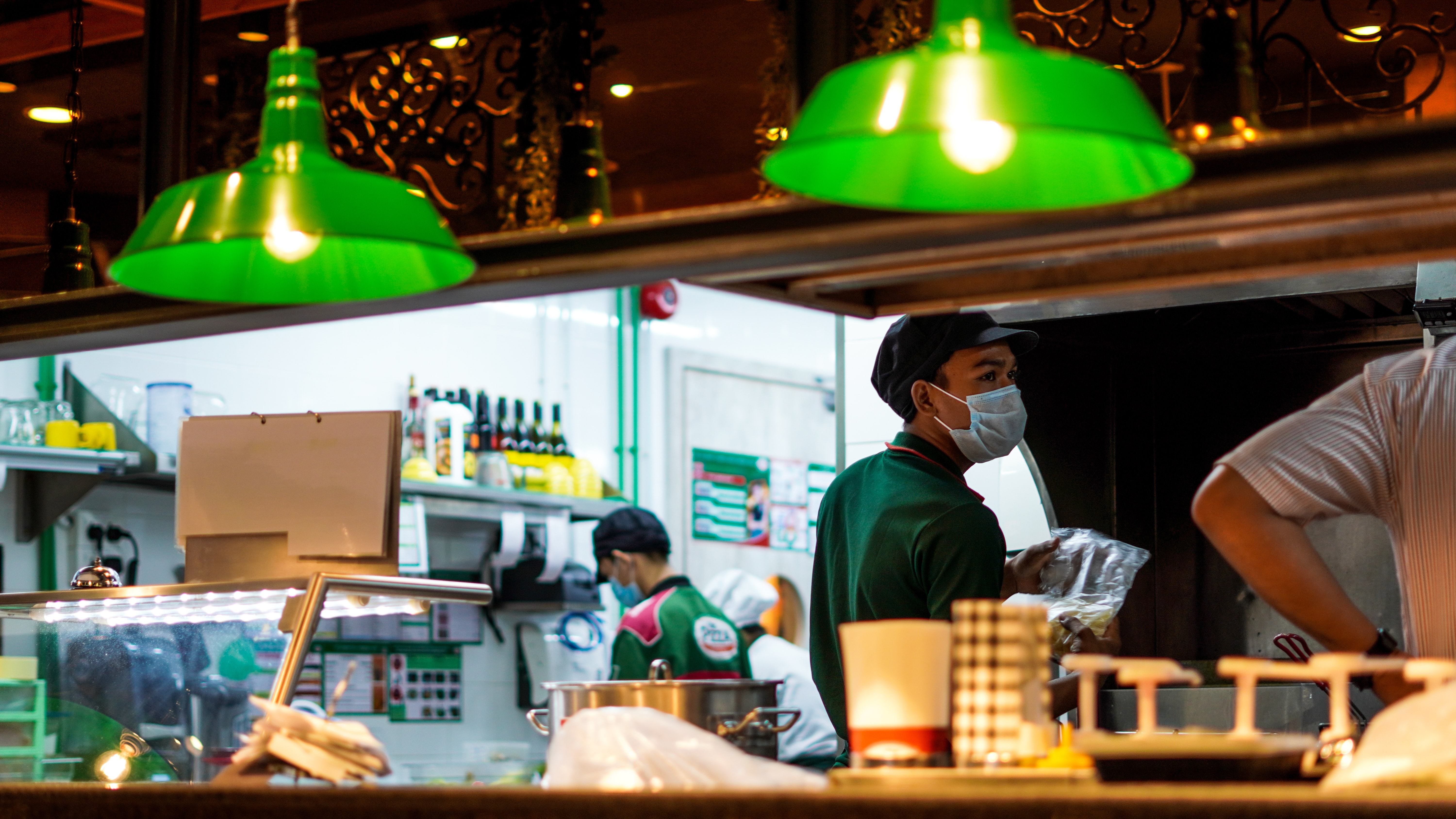 A guide to HR and staffing solutions for restaurant operators