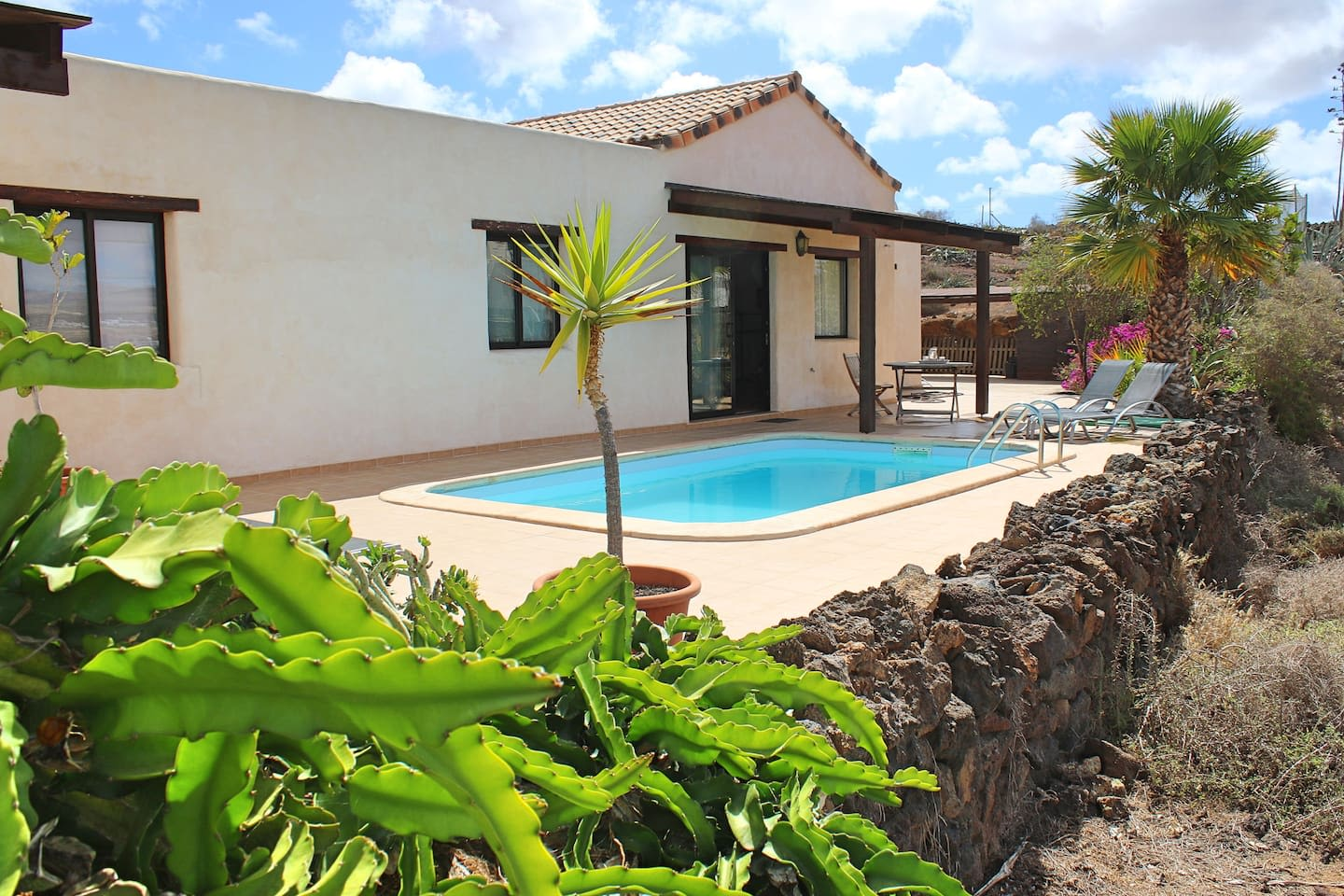 Villa with pool and super view