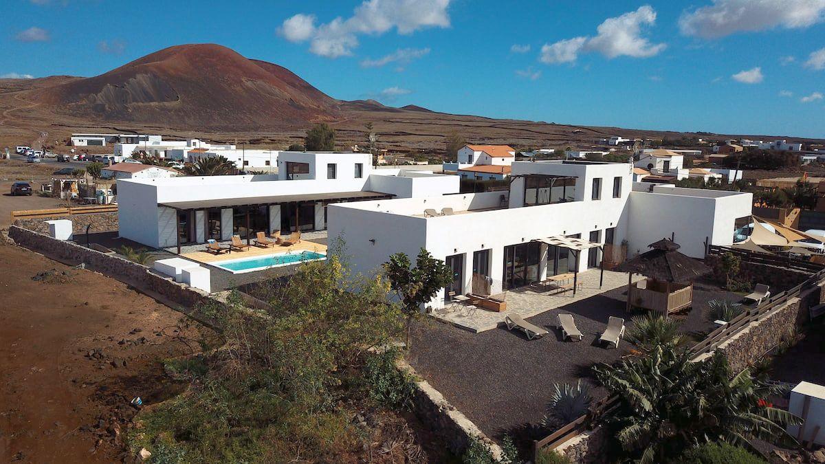 Villa Tiki with shared pool