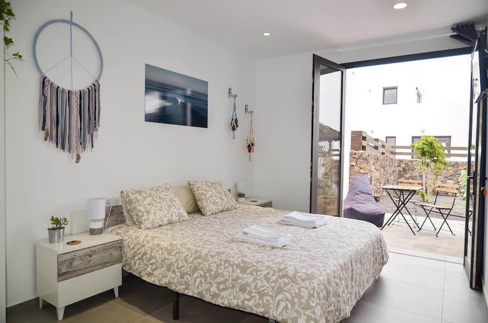 Superior double room with shared pool